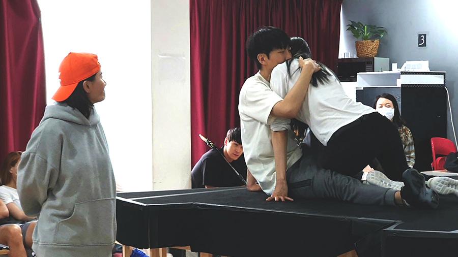 긴 기다림에 보답하고자 개막을 한 달여 앞둔 뮤지컬 의 연습실 현장을 공개한다.