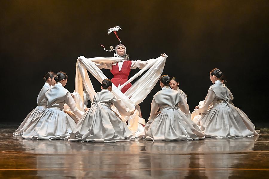 서울시무용단의 전통춤 시리즈 을 새롭게 만들 지원군이 도착했다. 김현보 음악감독이다.