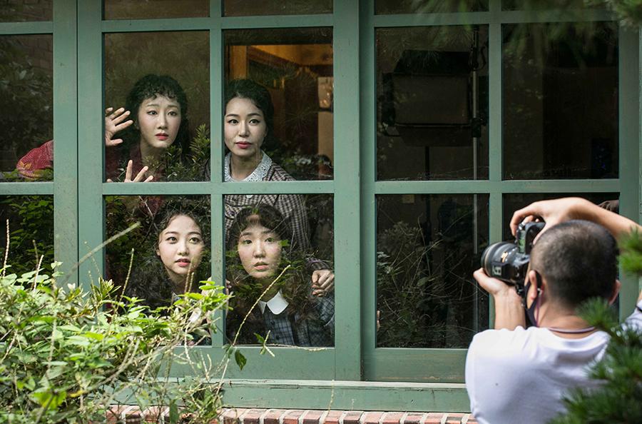 지난 9월 29일, 서초동 지구 스튜디오에서 창작 뮤지컬 의 홍보 촬영이 진행됐다. 이른 아침부터 무대에 오르는 배우들의 콘셉트 사진, 프로필 사진, 단체 사진은 물론 홍보 영상과 인터뷰 영상 촬영이 순조롭게 이뤄졌다.