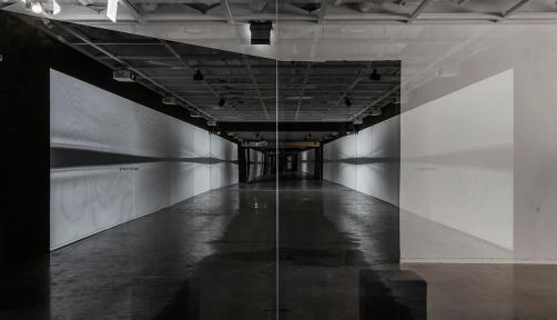 세종미술관의 〈데이터 컴포지션〉전은 우리 삶에 깊숙이 들어온 디지털 데이터가 예술적 요소로 쓰일 수 있다는 것을 오감으로 느끼게 해준다.
