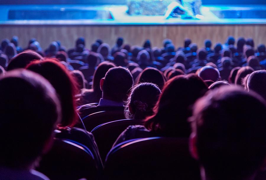 공연이 공연장에만 머물 수 없는 뉴노멀 시대. 지혜원 교수는 공연계가 '창의적 확장'에 나서야 할 때라고 말한다.