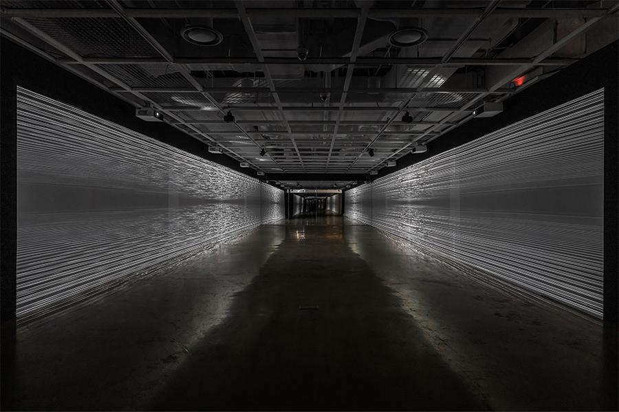 세종미술관의 전은 우리 삶에 깊숙이 들어온 디지털 데이터가 예술적 요소로 쓰일 수 있다는 것을 오감으로 느끼게 해준다.