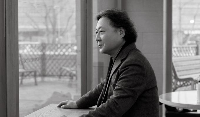 〈TV쇼 진품명품> 감정위원이자 케이옥션 고문인 감정가 김영복. 그가 세종예술아카데미 봄학기에 새로 참여해 우리 문화를 전한다.