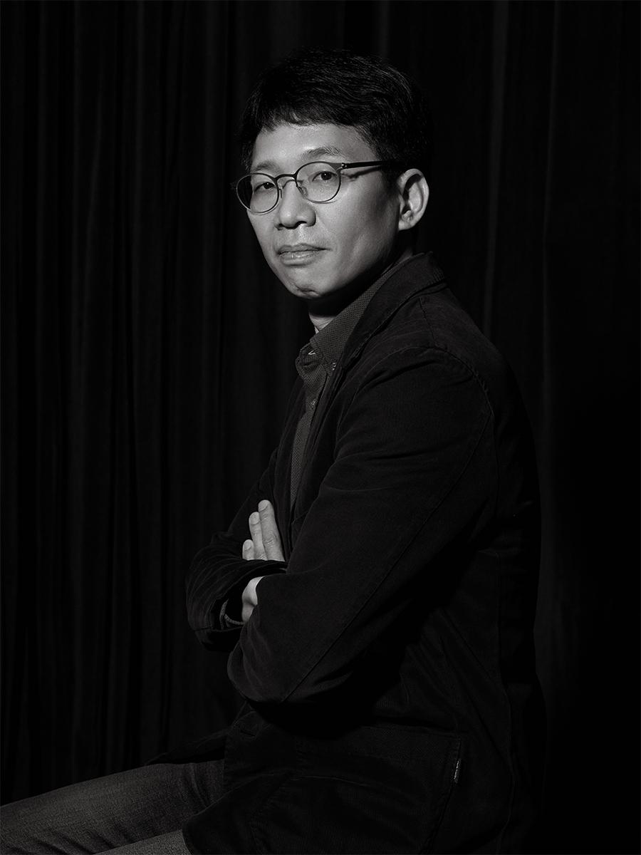 서울시국악관현악단 신춘음악회 을 준비하고 있는 지휘자 박상현과 연출가 송혁규에게 세종문화회관에 찾아올 봄을 물었다.