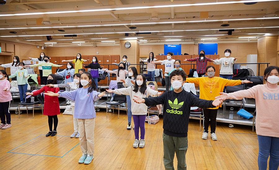 1년 만에 찾아온 설렘, 서울시소년소녀합창단의 〈봄, 봄〉. 공연 준비 중인 조용석 지휘자와 이가원, 박예음, 소윤아 단원을 만났다.