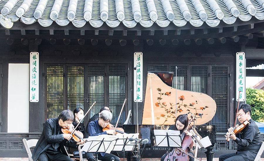 올해 제16회 스프링실내악축제 '환희의 송가'에서는 각기 다른 매력의 듀오가 세종문화회관 체임버홀을 빛낸다.