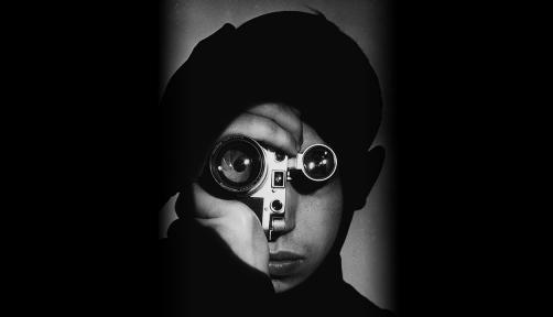 에 출품된 포토저널리스트들 중 마가렛 버크화이트와 고든 파크스의 대표작을 살펴보겠습니다.