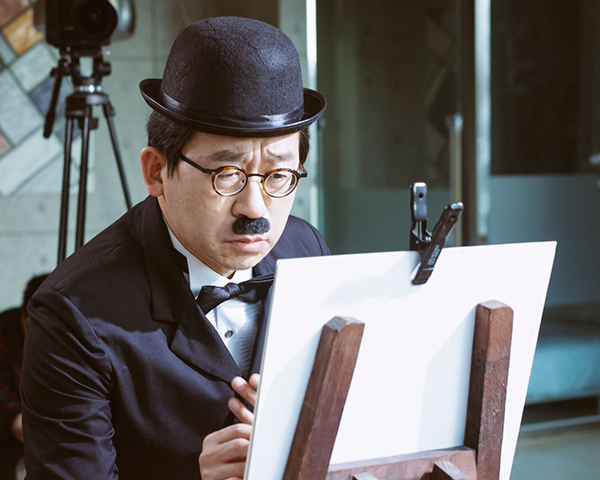 7월 온쉼표 공연은 전 국민이 아파트를 선망하는 세태를 풍자하는 가극 다. 작곡가 류재준에게 사회문제를 담은 가곡을 쓴 까닭을 물었다.