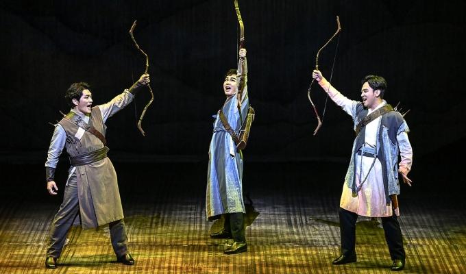 뮤지컬 〈조선 삼총사〉를 감상한 정여울 작가는작품을 통해 '새로운 희망'을 봤다.